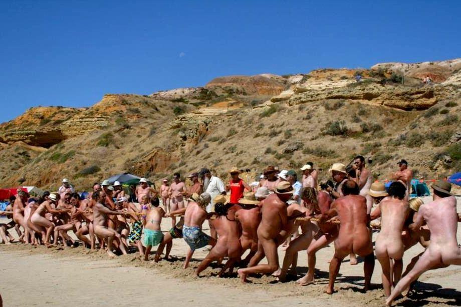 Tir à la corde au Nude Olympics-Australie
