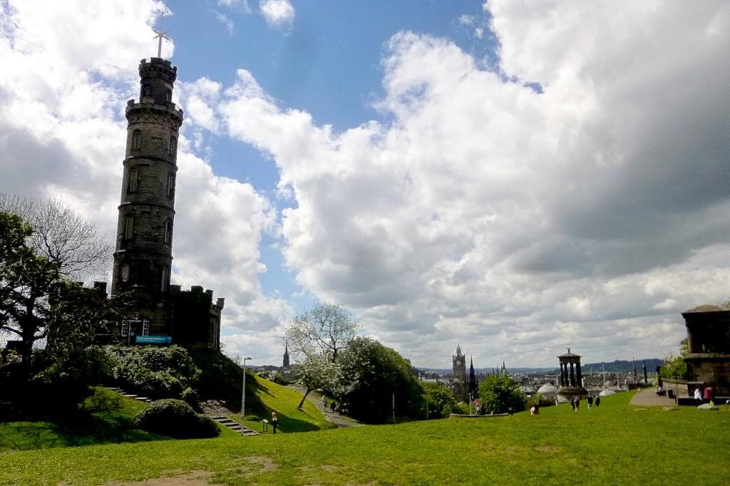 Calton Hill avec le Nelson Monument - Edimbourg
