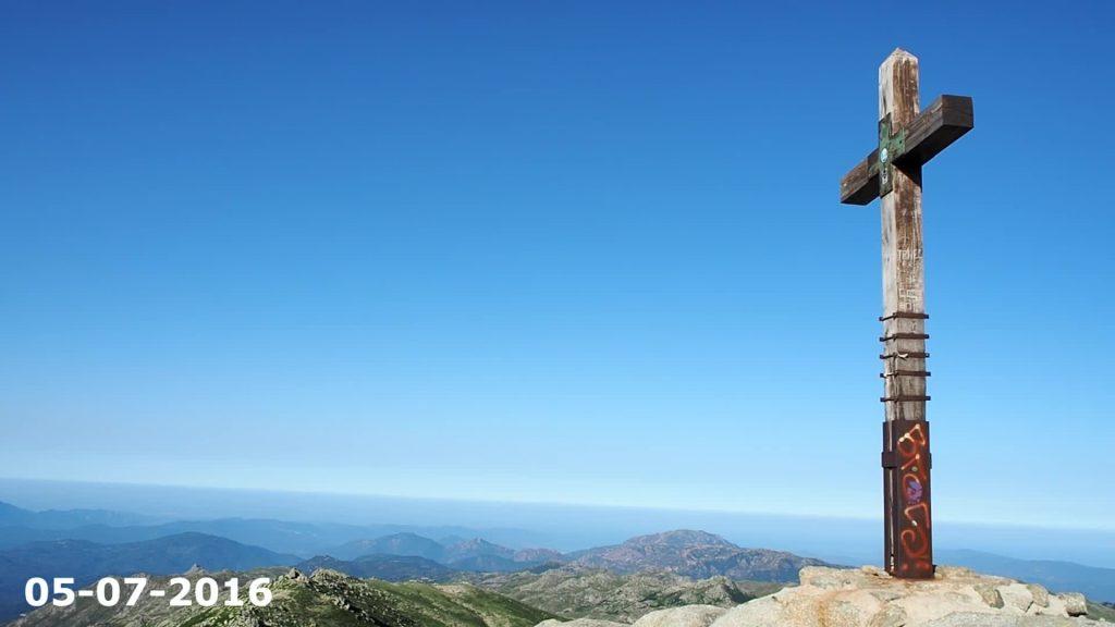 Le mont Incudine en Corse. Depuis lequel o voit les deux côtes corses!